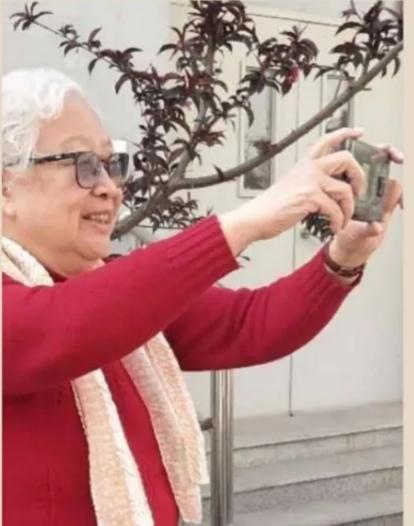 爷爷奶奶摄影记 蒋奶奶的快乐