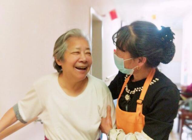 老年护理院提醒老年人应该少喝药酒?